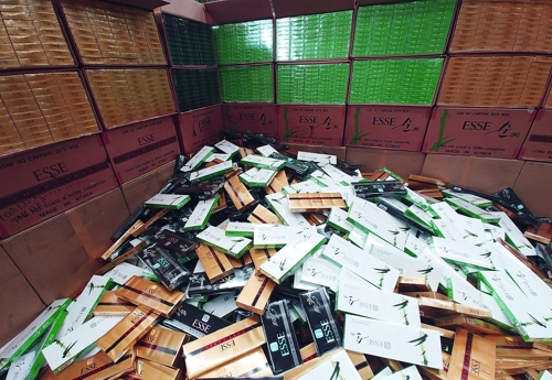 This photo provided by the Busan Main Customs on Feb. 11, 2020, shows packs of cigarettes seized from a large-scale smuggling ring. (PHOTO NOT FOR SALE) (Yonhap)