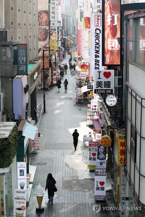 Myeongdong, one of the most famous shopping areas in Seoul, is relatively quiet on Feb. 29, 2020, as the new coronavirus spreads in the country. (Yonhap)