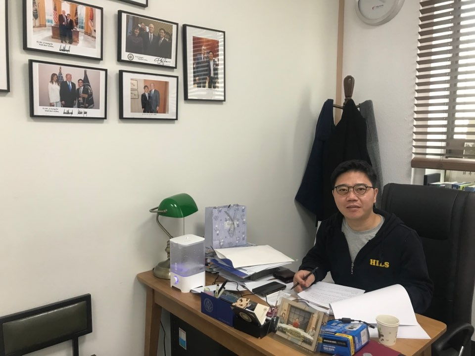 Ji Seong-ho, a North Korean defector-turned-human rights activist, in his office in southwest Seoul (Yonhap)