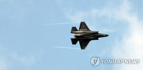 An F-35A stealth bomber conducts a flying display during the opening ceremony of the Seoul International Aerospace & Defense Exhibition (ADEX) at Seoul Air Base, east of Seoul, on Oct. 15, 2019. (Yonhap)