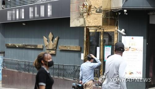 People pass by a club in the multicultural district of Itaewon in Seoul on May 7, 2020. The club was shut down after some of its visitors tested positive for the coronavirus recently. (Yonhap)