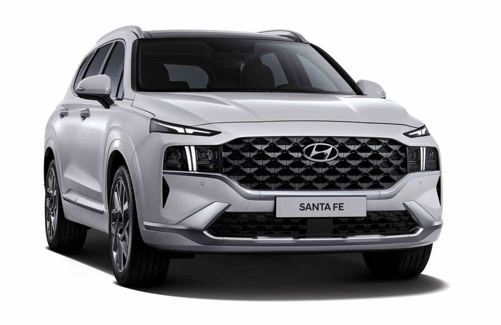 This file photo provided by Hyundai Motor shows the upgraded Santa Fe SUV set to be launched in the domestic market this month. (PHOTO NOT FOR SALE) (Yonhap)