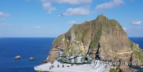 The file photo taken Aug. 25, 2019, shows the South Korean armed forces holding an exercise to defend the easternmost islets of Dokdo. (Yonhap)