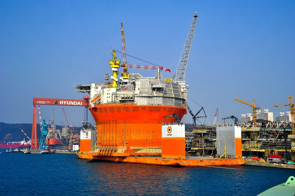 This file photo provided by Hyundai Heavy Industries Co. shows a floating production storage and offloading (FPSO) unit built by the company in 2015. (PHOTO NOT FOR SALE) (Yonhap)