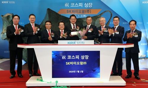 Korea Exchange CEO Jung Ji-won (4th from L), SK Biopharmaceuticals CEO Cho Jeong-woo (5th from L) and company executives clap hands during the bio firm's stock market listing ceremony at the KRX headquarters building in Seoul on July 2, 2020. (Yonhap)