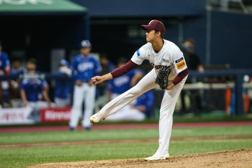 An Woo-jin of the Kiwoom Heroes pitches against the Samsung Lions in the teams' Korea Baseball Organization regular season game at Gocheok Sky Dome in Seoul on July 9, 2020, in this photo provided by the Heroes. (PHOTO NOT FOR SALE) (Yonhap)