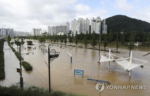 A riverside park is submerged in Busan, where torrential rains of up to 80 millimeters per hour unleashed chaos on July, 23, 2020. (Yonhap)