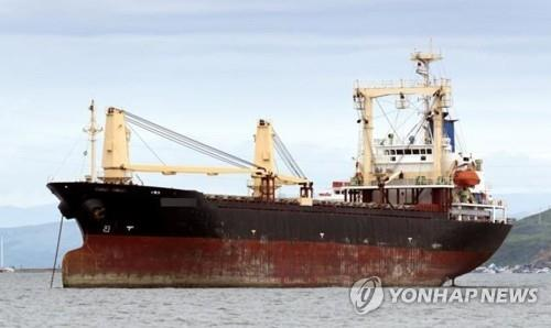 This photo, provided by the Incheon Regional Office of Oceans and Fisheries on July 29, 2020, shows a Russian cargo ship docked in a port in Incheon, west of Seoul, where one of 20 crew members tested positive for the new coronavirus. (PHOTO NOT FOR SALE) (Yonhap)