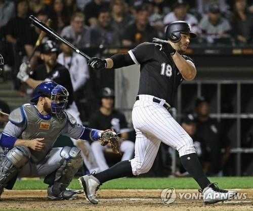 In this Getty Images file photo from July 28, 2018, Daniel Palka of the Chicago White Sox hits a two-run single against the Toronto Blue Jays in the bottom of the eighth inning of a Major League Baseball regular season game at Guaranteed Rate Field in Chicago. (Yonhap)