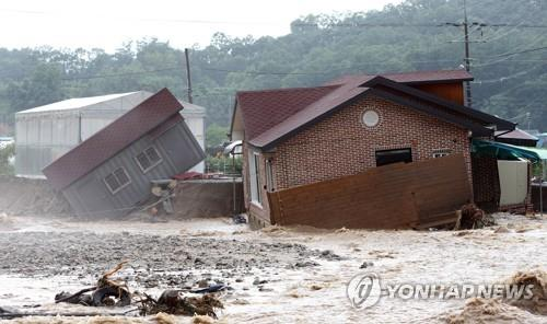 A house in Chungju, North Chungcheong Province, was destroyed in heavy rains on Aug. 2, 2020. (Yonhap)
