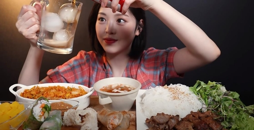 (News Focus) Advertising controversy grips S. Korean mukbang YouTubers