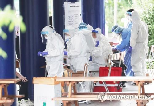 Greater Seoul area at risk of spike in virus cases, local infections at over 1-month high