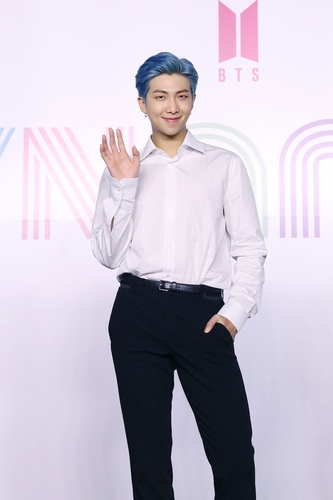 """RM of K-pop sensation BTS poses for photos during an online press conference for the new single """"Dynamite"""" held in Seoul on Aug. 21, 2020, in this photo provided by Big Hit Entertainment. (PHOTO NOT FOR SALE) (Yonhap)"""