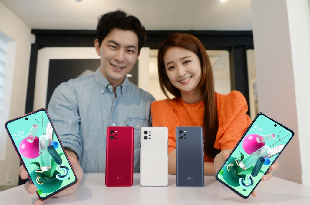 This photo provided by LG Electronics Inc. on Aug. 23, 2020, shows models introducing the company's Q92 5G smartphone. (PHOTO NOT FOR SALE) (Yonhap)