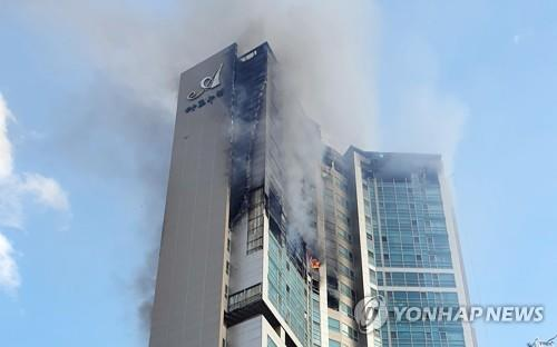 Smoke and flames are seen at a 33-story apartment building in South Korea's southern city of Ulsan on Oct. 9, 2020, in this photo provided by the Ulsan Fire Department. (PHOTO NOT FOR SALE) (Yonhap)