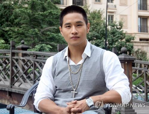 This 2010 file photo shows Korean-American singer Yoo Seung-jun. (Yonhap)