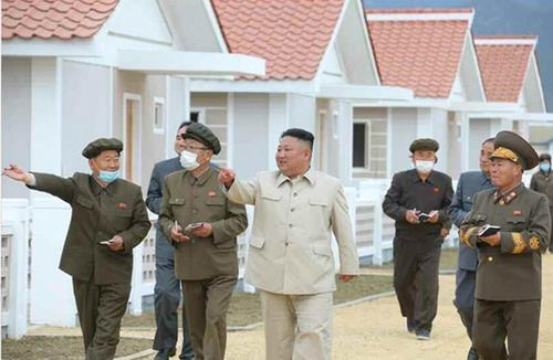 (LEAD) N. Korean leader visits typhoon recovery area in South Hamgyong Province