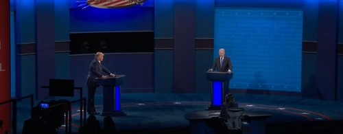 The captured image from U.S. cable news network C-Span shows U.S. President Donald Trump (L) and Democratic presidential candidate Joe Biden holding their second and last presidential TV debate before the Nov. 3 presidential election on Oct. 22, 2020. (PHOTO NOT FOR SALE) (Yonhap)