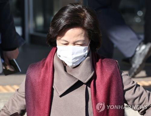 Justice Minister Choo Mi-ae comes out of the ministry's building at the government complex in Gwacheon, south of Seoul, on Dec. 4, 2020. (Yonhap)