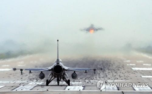 This file photo, taken on June 18, 2020, shows F-16 aircraft taking off from the U.S. Forces Korea's Osan Air Base in Pyeongtaek, Gyeonggi Province. (Yonhap)