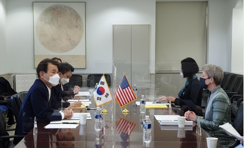 The photo provided by the South Korean Embassy in Washington shows Jeong Eun-bo (L), South Korea's chief negotiator in joint defense-cost sharing talks with the United States, holding talks with his U.S. counterpart, Donna Welton (R), in Washington on March 7, 2021. (Yonhap)