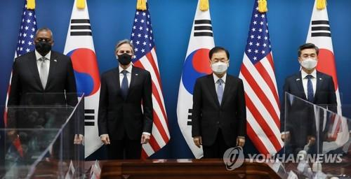 (From L) U.S. Defense Secretary Lloyd Austin and U.S. Secretary of State Antony Blinken pose for a photo with South Korean Foreign Minister Chung Eui-yong and South Korean Defense Minister Suh Wook as they hold talks in Seoul on March 18, 2021. (Pool photo) (Yonhap)