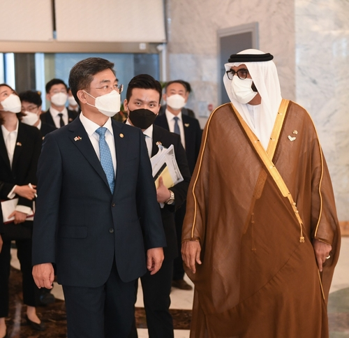 S. Korean defense chief meets with UAE counterpart to discuss bilateral ties