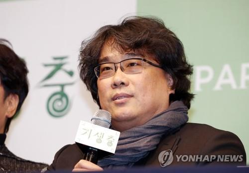"This Feb. 19, 2020, photo shows Oscar-winning South Korean director Bong Joon-ho speaking during a press conference for the release of black comedy film ""Parasite"" held at the Westin Josun hotel in central Seoul. (Yonhap)"