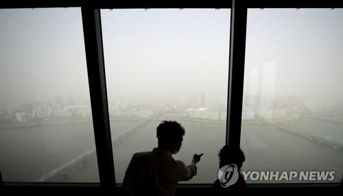 Yellow dust covers central western Korea; fine dust warning issued for Seoul