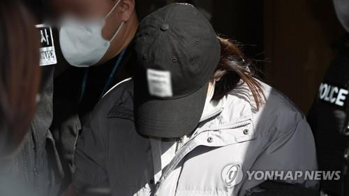 This file photo show a woman from Gumi surnamed Kim, indicted for abandoning a 3-year-old girl in an empty house and causing her death. (Yonhap)