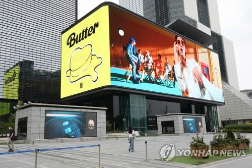 """This June 15, 2021, photo shows the BTS music video """"Butter"""" playing in southern Seoul. (Yonhap)"""