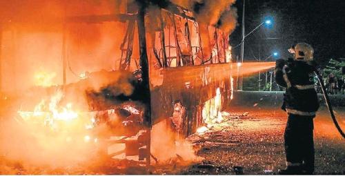 브라질 북동부 포르탈레자 시 일대에서 폭동과 방화 사건이 잇따르고 있다. [브라질 일간 에스타두 지 상파울루]
