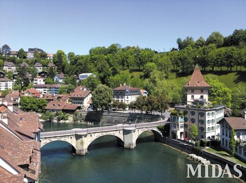 외관이 수백 년간 크게 변하지 않아 1983년 도시 전체가 유네스코 세계문화유산으로 지정된 베른.