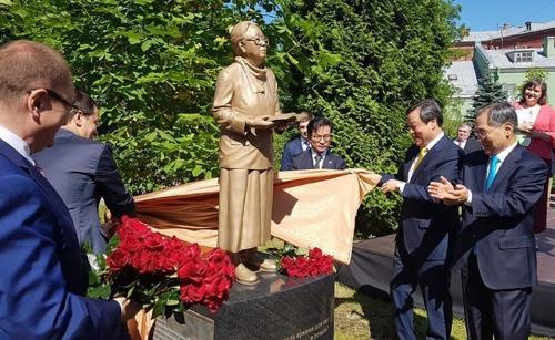 러시아 박경리 동상 제막식