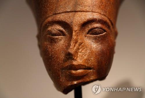 투탕카멘 얼굴 조각상 이집트 반대속 경매…69억원에 낙찰