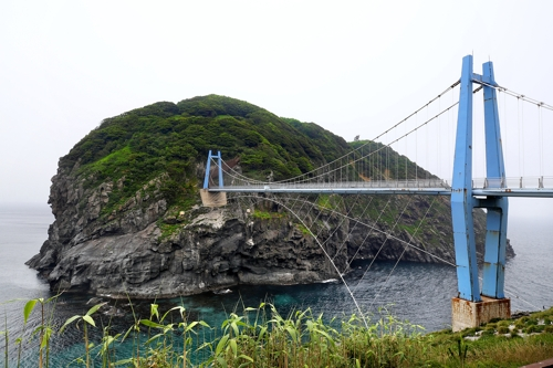 다리로 이어진 관음도 [사진/전수영 기자]