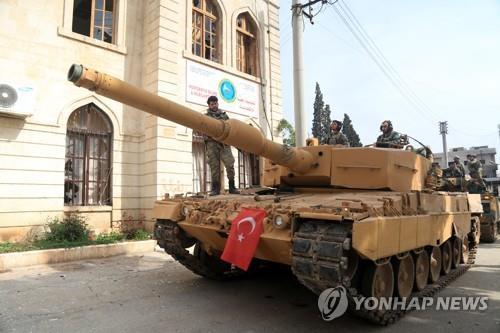 지난해 3월 시리아의 쿠르드족 도시 아프린에 진격한 터키군 탱크