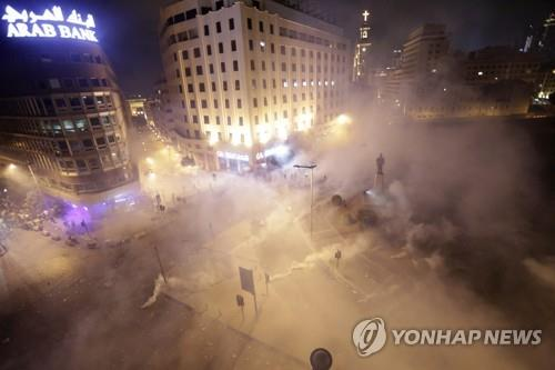 레바논서 이틀째 격렬한 반정부 시위…경제난·부패에 분노(종합2보) | 연합뉴스