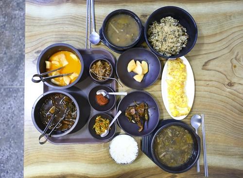 시래기국밥(아래)과 시래기밥 [사진/성연재 기자]