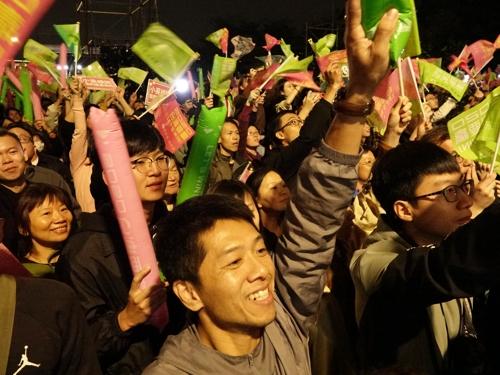 차이잉원 총통 재선에 환호하는 대만인들
