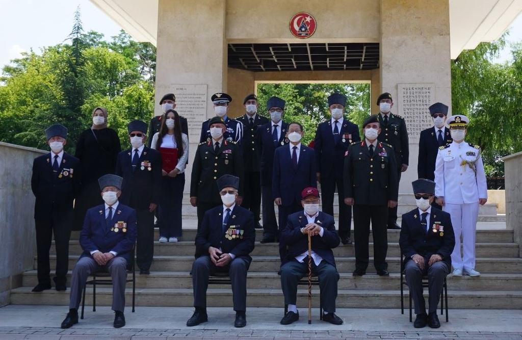 주터키대사관, 6·25 70주년 맞아 참전기념비에 헌화