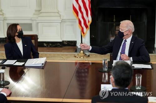 바이든 대통령(왼쪽)과 해리스 부통령