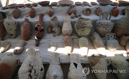 이집트 룩소르 도시 유적에서 나온 도기들