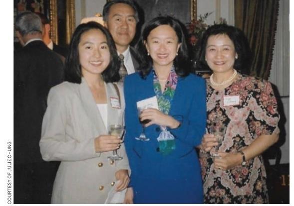 1996년 정 지명자의 외교관 선서식 당시 가족 사진