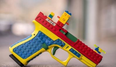 레고 블록으로 꾸민 권총