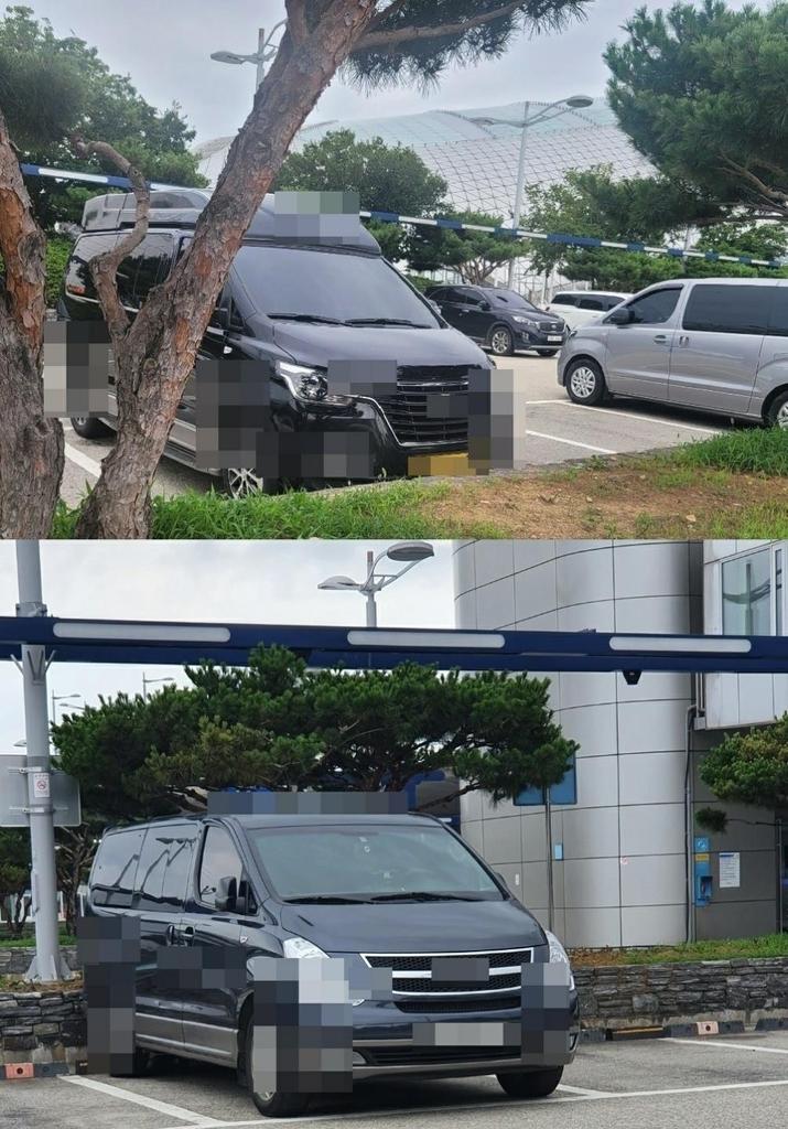 무허가 방역택시로 보이는 밴이 인천공항 제1터미널 단기주차장에 대기 중인 모습