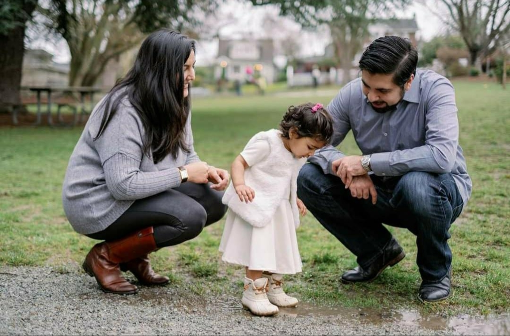 파라 나즈 칸과 가족