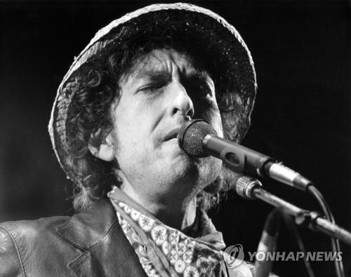 밥 딜런의 1984년 공연 모습