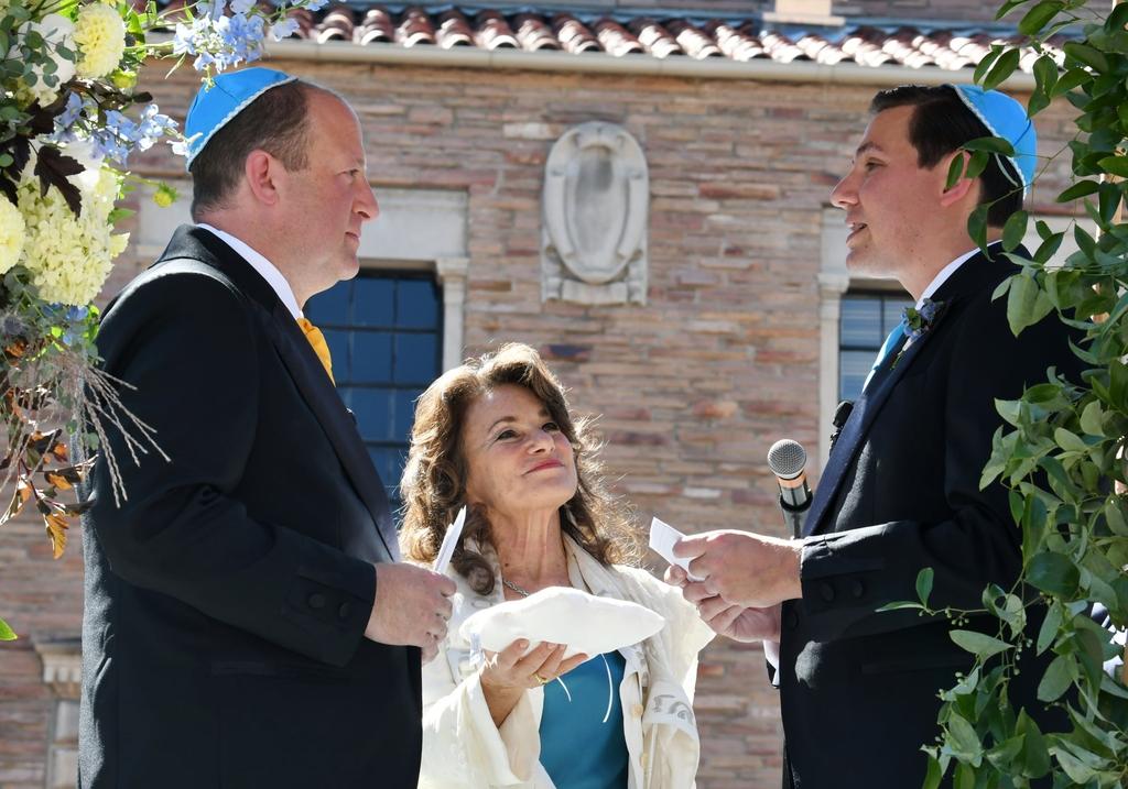 동성 결혼을 한 재러드 폴리스 주지사(왼쪽)와 파트너 말런 리스(오른쪽)