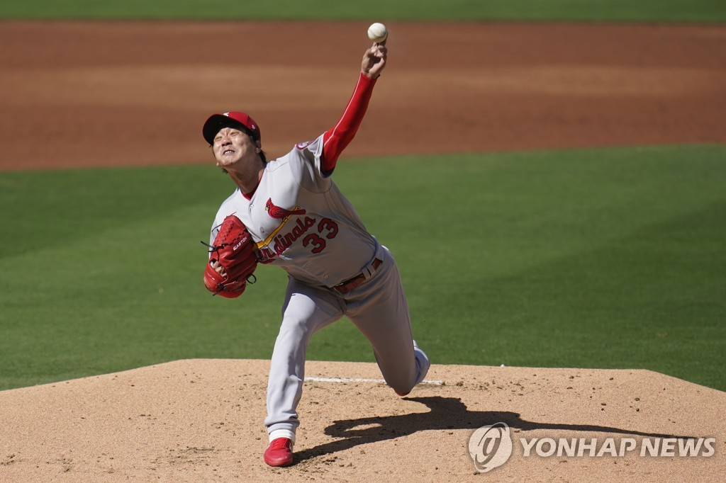 In this Associated Press photo, Kim Kwang-hyun of the St. Louis Cardinals pitches against the San Diego Padres during the bottom of the first inning of Game 1 of the National League wild-card series at Petco Park in San Diego on Sept. 30, 2020. (Yonhap)